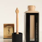 Review: YSL Le Teint Encre De Peau, Vederlichte foundation